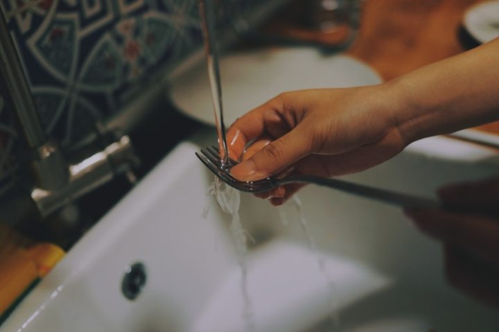 Why freelance copywriters need to care less about thedishes
